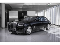 Rolls-Royce Phantom 8 Black
